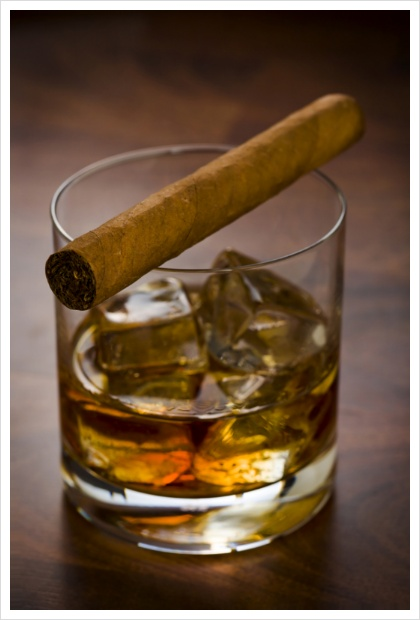 Whisky glass with havanna cigar on the table